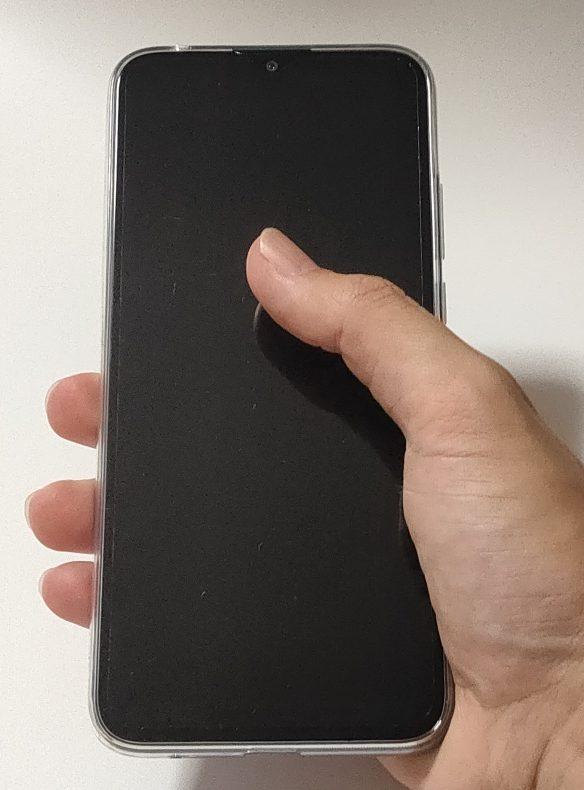 Moto G8 Power Lite 片手持ち