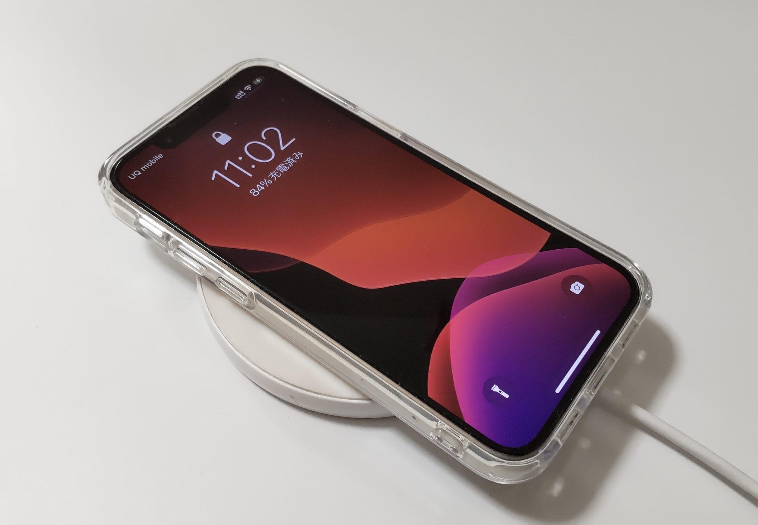 iPhone 13 mini 充電イメージ